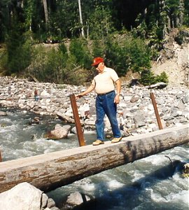 Papa in oregon for Nisqually river fishing